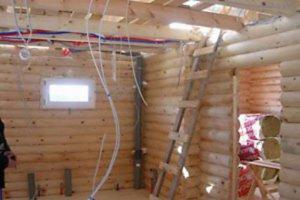 Проводка в доме из оцилиндрованного бревна